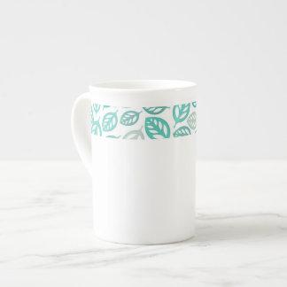 Tasse de porcelaine tendre de feuille