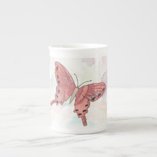Tasse de porcelaine tendre de papillon