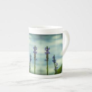 Tasse de porcelaine tendre de plantes
