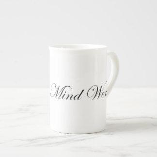 Tasse de porcelaine tendre du monde d'esprit