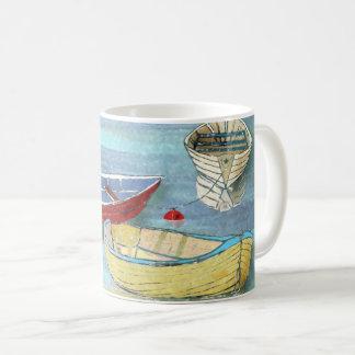 Tasse de repos de bateaux de matin d'été