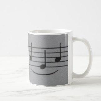 Tasse de sourire de notes musicales