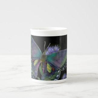 Tasse de thé de porcelaine tendre