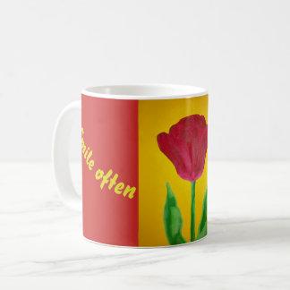 Tasse de tulipe de sourire
