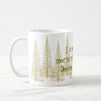 Tasse d'or de personne de matin d'arbres de Noël