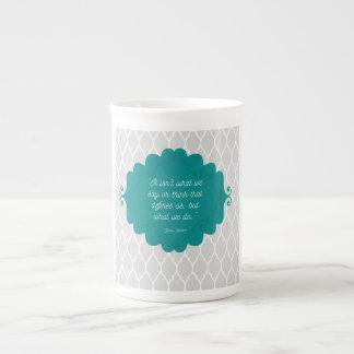 Tasse élégante turquoise foncée de porcelaine