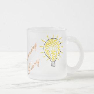 Tasse en verre avec l'ampoule