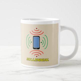 Tasse enorme millénaire de téléphone intelligent