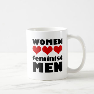 Tasse féministe d'hommes d'amour de femmes