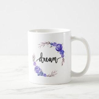 Tasse florale rêveuse de guirlande