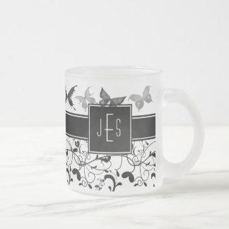 Tasse Givré Blanc victorien de noir de Flourish de papillon