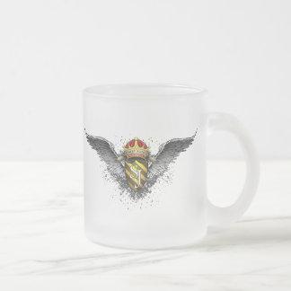 Tasse Givré Emblème de couronne, de crête et d'ailes par la