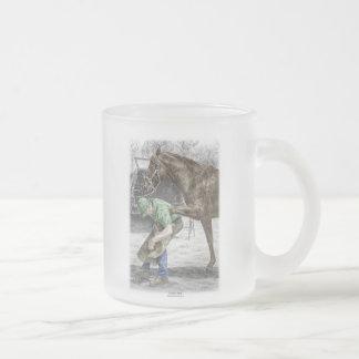 Tasse Givré Forgeron de maréchal-ferrant chaussant le cheval