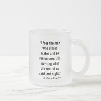 """Tasse Givré """"Je crains l'homme qui boit l'eau et ainsi me"""