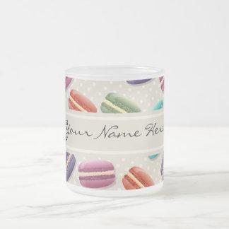 Tasse Givré Motif coloré de macarons sur le gris avec le pois