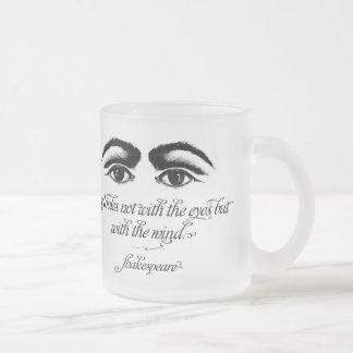 Tasse Givré Shakespeare, amour regarde pas avec des yeux