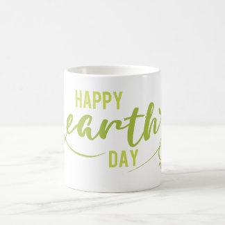 Tasse heureuse de jour de la terre