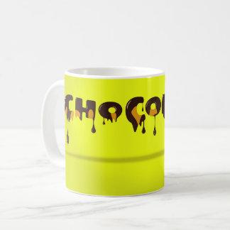 Tasse jaune de chocolat
