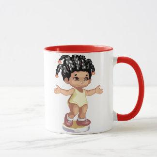 Tasse mignonne de fille d'Afro-américain