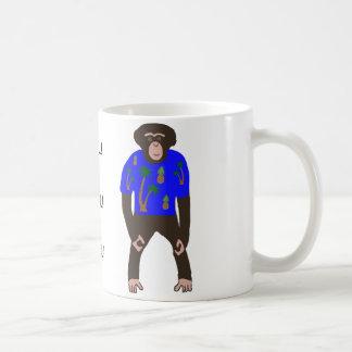 Tasse montrant le chimpanzé dans une chemise