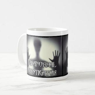 Tasse paranormale de fantôme d'investigateur
