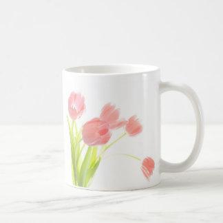 Tasse rose de bouquet de tulipe