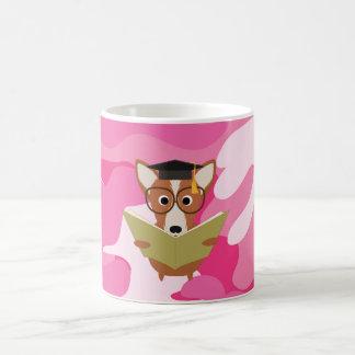 Tasse rose de chien d'étude de Camo