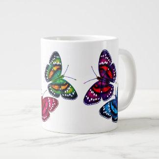 Tasse tropicale colorée d'éléphant de papillons