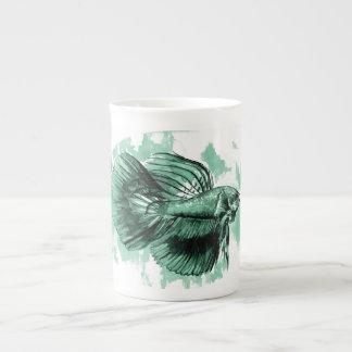 Tasse turquoise de porcelaine tendre de poissons