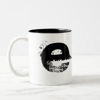"""Tasse unique """"E """" de monogramme"""
