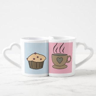 Tasses douces d'amour de café et de petit pain