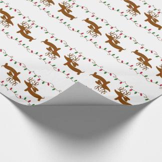 Teckel de renne sur le papier blanc d'emballage papier cadeau