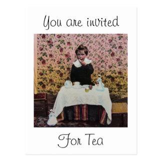 Temps de thé pour un Little Boy victorien vintage Carte Postale