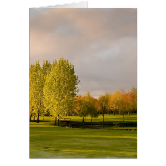 Terrain de golf dans la carte de voeux d'automne