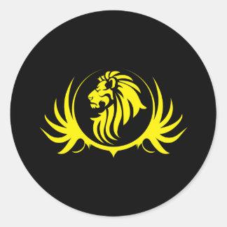 Tête jaune majestueuse de lion sticker rond