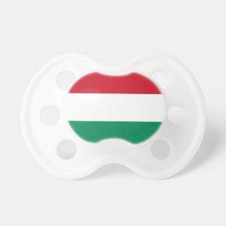 Tétine avec le drapeau de la Hongrie
