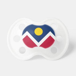 Tétine avec le drapeau de la ville de Denver, le