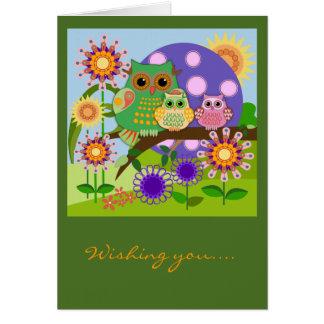 Texte floral de la carte d'anniversaire de hiboux