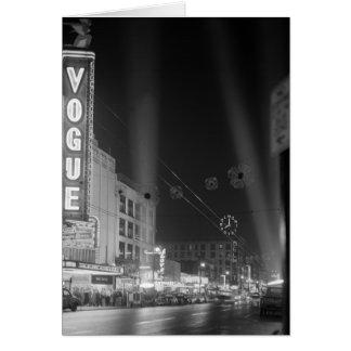 Théâtre de mode la nuit avec des projecteurs carte
