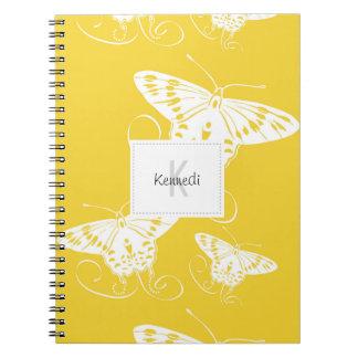 Thème blanc de papillon sur le carnet du jaune |