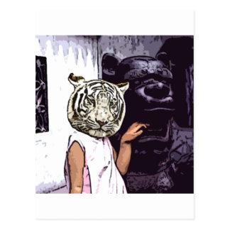 Tigre blanc avec la statue carte postale