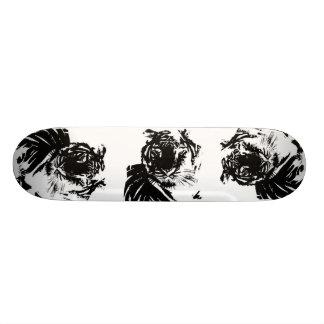 Tigre blanc plateau de skateboard