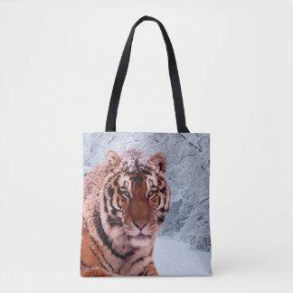Tigre et neige tote bag