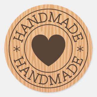 Timbre fait main et brun avec le coeur sur la sticker rond