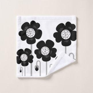 Tissu de lavage avec les fleurs noires