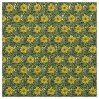 Tissu petits tournesols jaunes dans le jardin