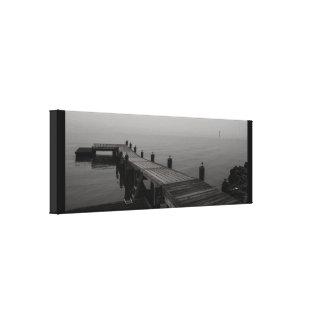 Toile Dock gris de bateau un jour pluvieux
