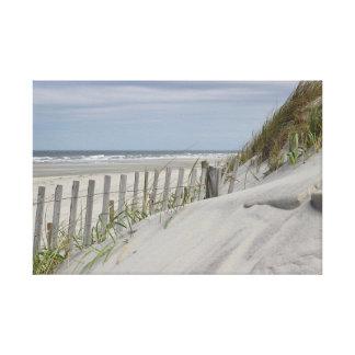 Toile Dunes patinées de barrière et de sable à la plage