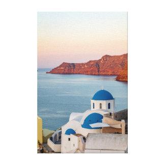 Toile Église voûtée bleue d'Oia au lever de soleil