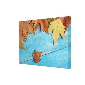 Toile Feuille d'automne sur la table en bois